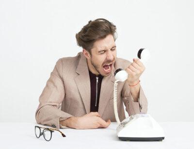 Biznesmen kłótnia przez telefon